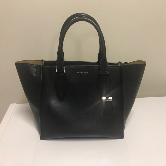 6706f4669ee1 Michael Kors Bags | Collection Gracie Medium Tote Sale | Poshmark